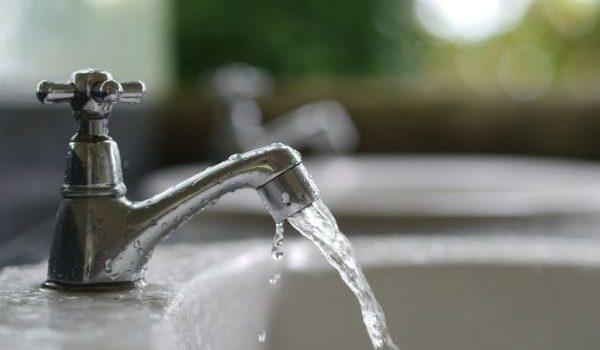 Acqua fredda non esce dal rubinetto: cause e soluzioni