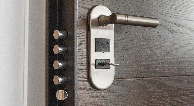 Cosa fare e come aprire una porta bloccata